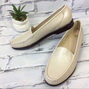 NWOB Sas Tripad Comfort Leather Loafers, Size 10